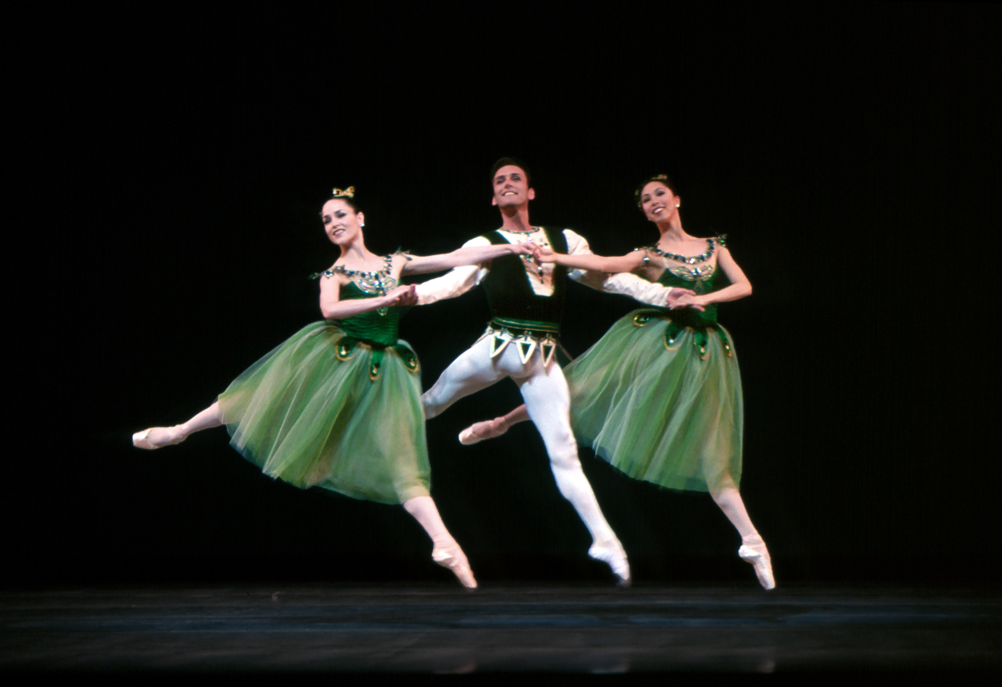 San Francisco Ballet in Balanchine's Emeralds. (Choreography by George Balanchine © The Balanchine Trust; Photo © Andrea Flores)