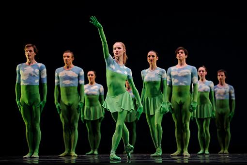 San Francisco Ballet in Morris' Sandpaper Ballet. (© Erik Tomasson)