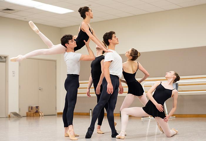 San Francisco Ballet School students rehearsing Genshaft's Heliotrope // © Erik Tomasson
