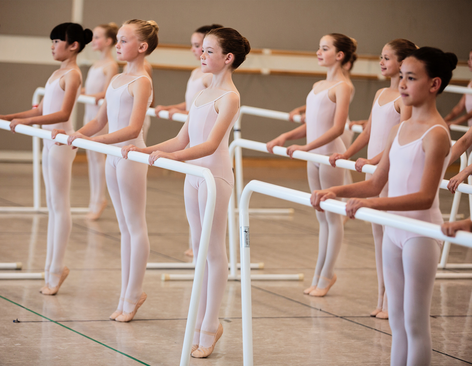 San Francisco Ballet School students in the Level 1 Demo class // © Chris Hardy