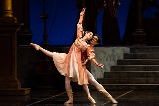 Mathilde Froustey and Carlo Di Lanno in Tomasson's Romeo & Juliet. (© Erik Tomasson)