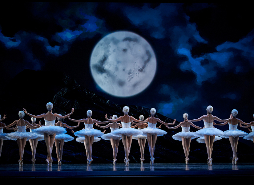 San Francisco Ballet in Tomasson's Swan Lake // © Erik Tomasson