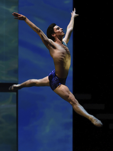 Joseph Walsh in Possokhov's Swimmer // © Erik Tomasson