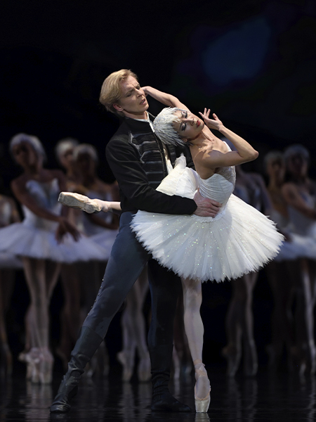 Yuan Yuan Tan and Tiit Helimets in Tomasson's Swan Lake // © Erik Tomasson