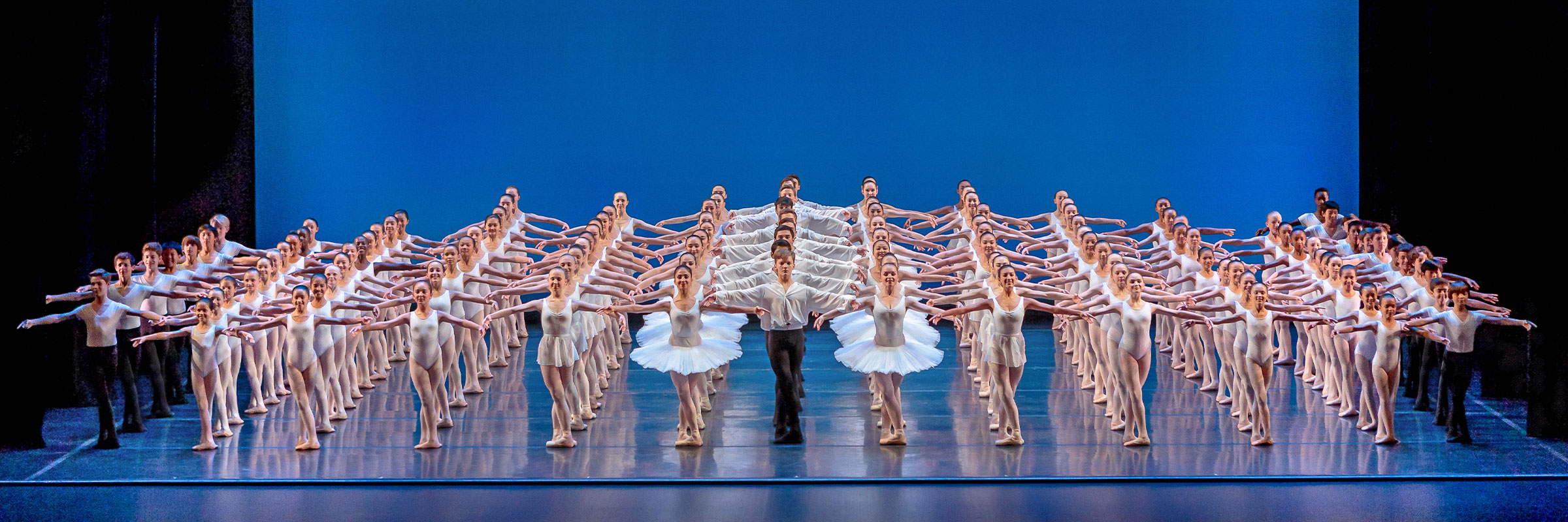 San Francisco Ballet School students performing during the 2016 student showcase. (© Chris Hardy)