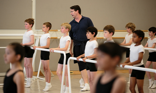 Faculty member Jeffrey Lyons instructs the San Francisco Ballet Shool's 2015 Scholoarship class. (© Chris Hardy)