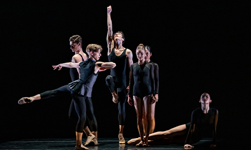 San Francisco Ballet School Students in Brew's quicksilver. (© Lindsay Thomas)
