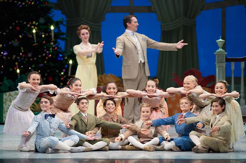 San Francisco Ballet in Tomasson's Nutcracker. (© Erik Tomasson)